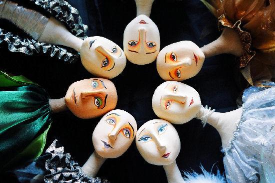Cool expressive dolls by Francis Espinoza