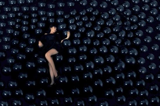 Hundreds of black balloons for one idea by Vietnamese designer Tran Quang Vinh
