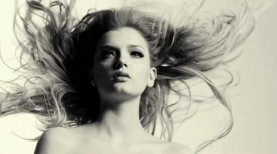 Hypnotic slow-motion: Lilly Donaldson – Flying Hair