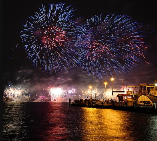 Fantastic long exposures of fireworks