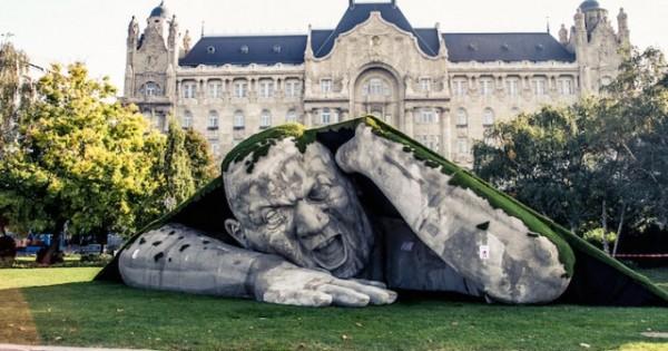 Feltépve, gigantic sculpture by Ervin Loránth Hervé