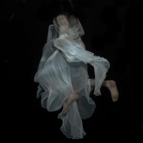 A mysterious underwater world, fine art photos by Gabriele Viertel