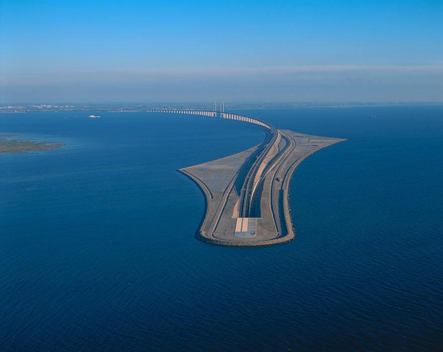 Bridge and underwater tunnel, the link between Denmark and Sweeden