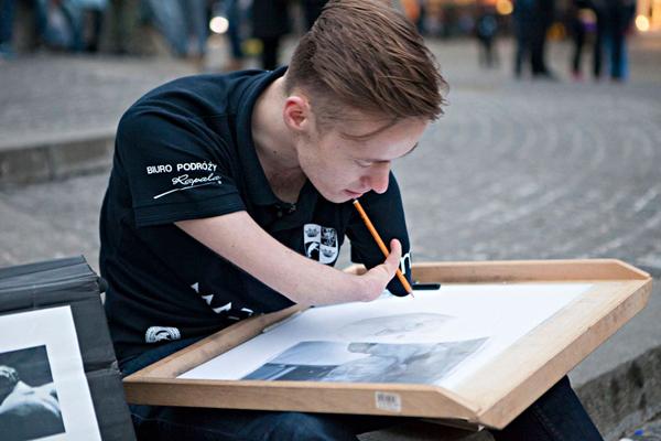 Mariusz Konrad Kędzierski, hyperrealistic drawings without arms
