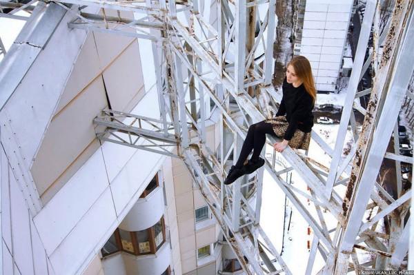 No limit, no control - The world's riskiest photos by Angela Nikolau