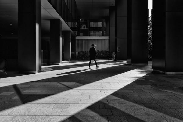 Quiet Tokyo, minimal streetphotography by Hiroharu Matsumoto