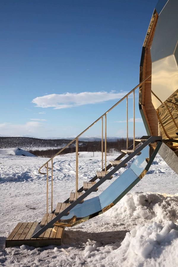 A mirrored golden egg sauna is hatched in Sweden