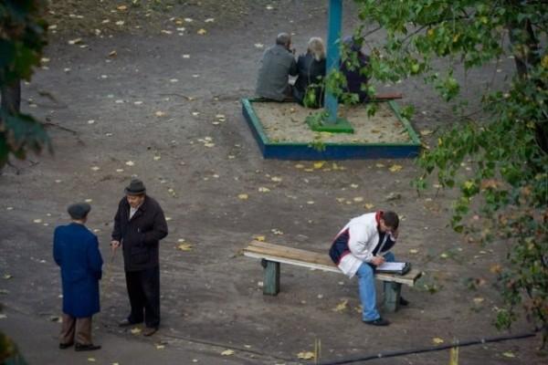 On the Bench, photography by Yevgeniy Kotenko