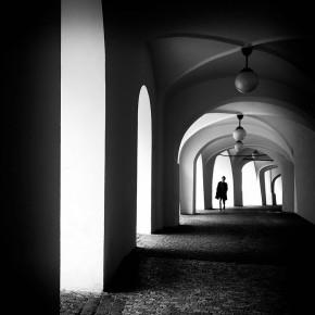 Minimal and atmospheric black and white urban scenes by Gül Yildiz