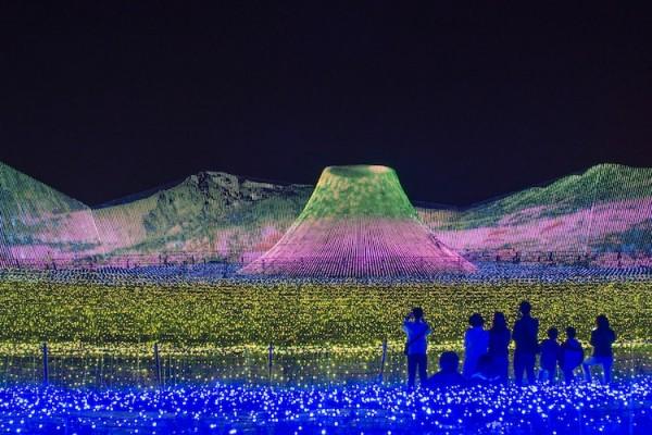 Nabana no Sato draws crowds for its twinkling Tunnel of Lights