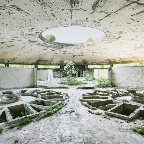 Beautiful abandoned places, photography by Reginald Van de