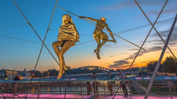 Sculptures on the bridge, photography by Michał Skarbiński